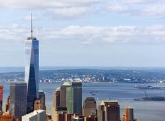 View of the Freedom Tower with the Statue of Liberty Kuvituskuvat