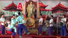 Young boy and girl show the Drum KlongSabatChai. Stock Footage