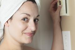 Woman shower thermostat Kuvituskuvat
