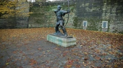 Robin hood statue in the golden leaves: Autumn in England, Nottingham Stock Footage