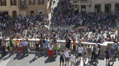 Throngs of tourists at the Spanish Steps in Rome, Italy. Stock Footage