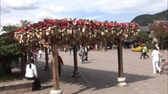 Chinese handicrafts, market square, Lijiang Stock Footage