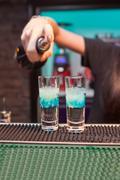 Girl bartender prepares cocktails clouds Kuvituskuvat
