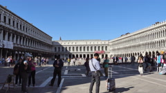 Overview of a Venetian square full of tourists and souvenir stands - venice Stock Footage