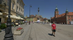 Sunny day in Castle Square (plac Zamkowy) in Warsaw Stock Footage