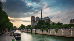 Notre dame de paris siene river tourist ship panorama 4k time lapse france Stock Footage