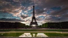 Paris champ de mars eiffel tower pond panorama 4k time lapse france Stock Footage