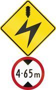 Road sign assembly in New Zealand - Low clearance due to electrical cables Piirros