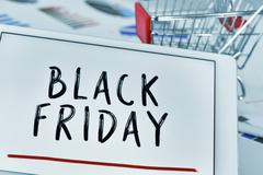 Text black friday in a tablet and a shopping cart Kuvituskuvat