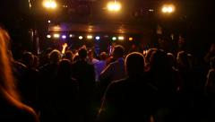 Crowd fan audience spectators dance in disco hall in music concert flash lumiere Stock Footage