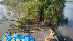 Cargo boat crew transports bunches of plantains Arkistovideo