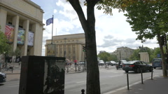 Traffic on Avenue du President Wilson, next to the Palais de Chaillot in Paris Stock Footage