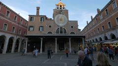Tourists in Campo San Giacomo Rialto in Venice Stock Footage