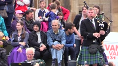 Bagpiper and audience in Edinburgh. Scotland Stock Footage