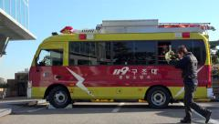 Seoul Rescue vehicle (119) with Active Emergency Lights and salvors. - stock footage