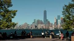 USA New York City 417 Liberty Island riverside promenade with Manhattan skyline Stock Footage