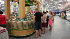 Customers choose dried aromatic oriental spices in the food supermarket Spinney Stock Footage