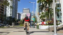Bike messenger Stock Footage