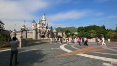 Many Traveler Walking Into Disney Land Castle Of Hong Kong Disneyland Arkistovideo