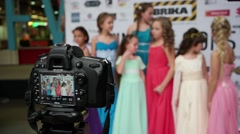 Models photo shoot little girls models on DSLR camera - stock footage