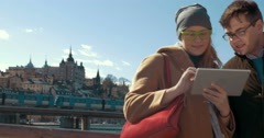 Pad helps not to be lost in unknown city Stock Footage