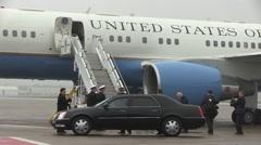 Norfolk USA, Oktober 2015, USA Secretary John Kerry Exit Aircraft Stock Footage