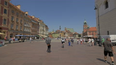 Castle Square - popular meeting place for tourists and locals, Warsaw Stock Footage