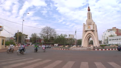 Mali Bamako Traffic Around Monument de L'independence Stock Footage
