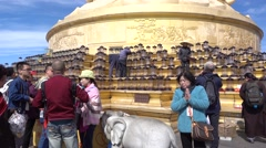 People offered sacrifices for Bodhisattva in emei mountain Stock Footage