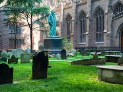 The Trinity Church graveyard in Lower Manhattan Stock Photos