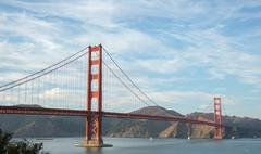 Golden-Gate Bridge in wispy skies Stock Photos