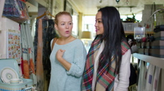 4K 2 female friends shopping together in small boutique shop. Stock Footage