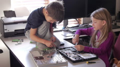 Computer Kids showing teamwork Stock Footage