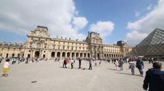 Panorama of Court of Napoleon with glass pyramid in Louvre museum Stock Footage