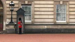 Sentry in a guard box at buckingham palace, london Stock Footage