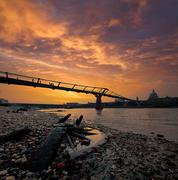 United Kingdom, England, London, Millenium Bridge silhouetted against sunset sky Kuvituskuvat