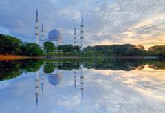 Beautiful Sultan Salahuddin Abdul Aziz Shah Mosque at sunrise, Selangor, Stock Photos