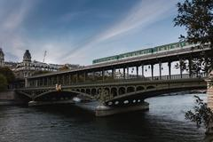 Bir-hakeim bridge over River Seine, Paris, France Stock Photos