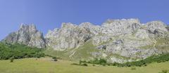 Limestone wall Picos de Europa and Pena Remona mountain peak Fuente De Kuvituskuvat
