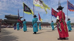 4K Armed guards in traditional soldier uniforms, Gyeongbokgung Palace, Seoul-Dan Stock Footage