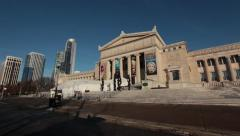 Chicago's Field Museum pan left to city skyline Stock Footage