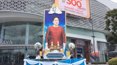 Plaque of thailand queen at maya mall Stock Footage