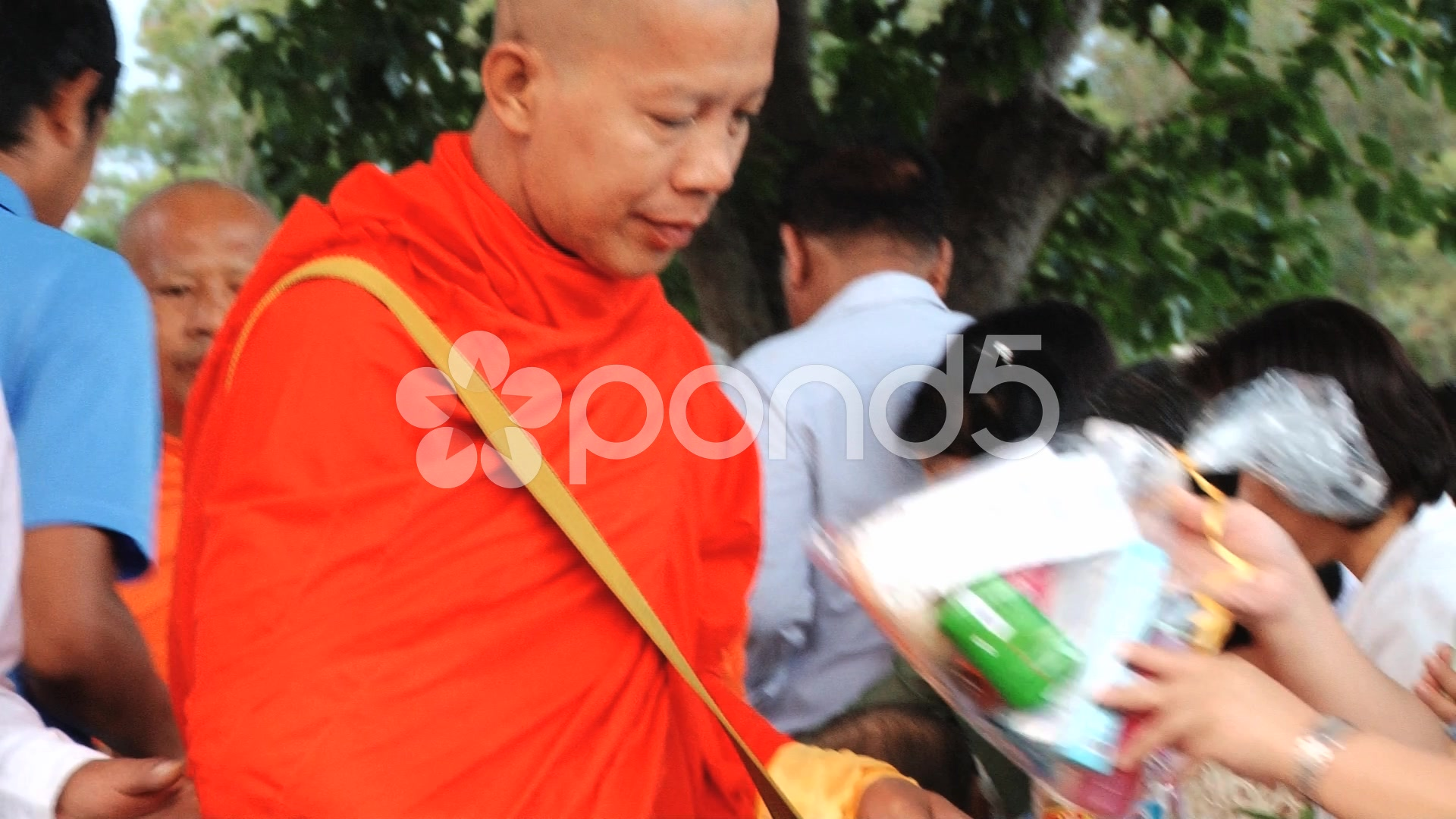 how to become a buddhist monk in thailand