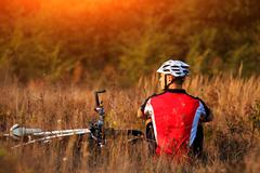 Mountain Bike cyclist resting outdoor with his bike Stock Photos