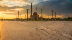 Majestic Sunset Time Lapse at a Mosque. Putra Mosque - is the principal mosque o Stock Footage