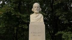 Nicolae Balcescu bust statue in Cismigiu Gardens, Bucharest Stock Footage