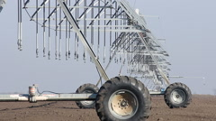 Center pivot sprinkler system agriculture Stock Footage