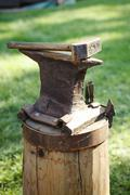 Worn iron anvil and hammer Stock Photos