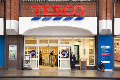 LONDON - JANUARY 21ST: The exterior of an Tesco's express supermarket on Janu Stock Photos