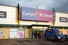 LONDON - FEBRUARY 2ND: The exterior of Currys on february the 2nd, 2015, in L Stock Photos